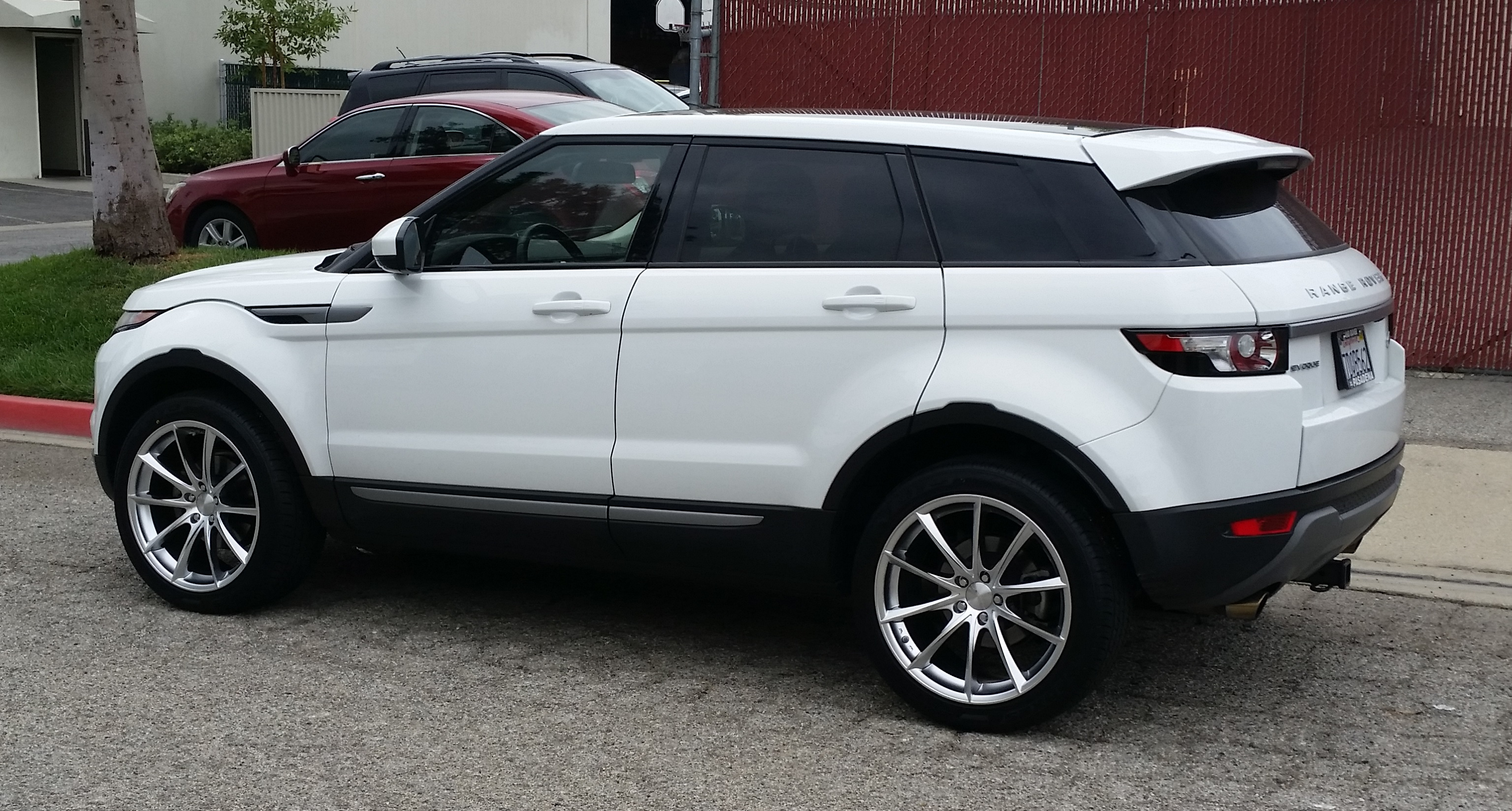 Name:  Evoque New Rims.jpg