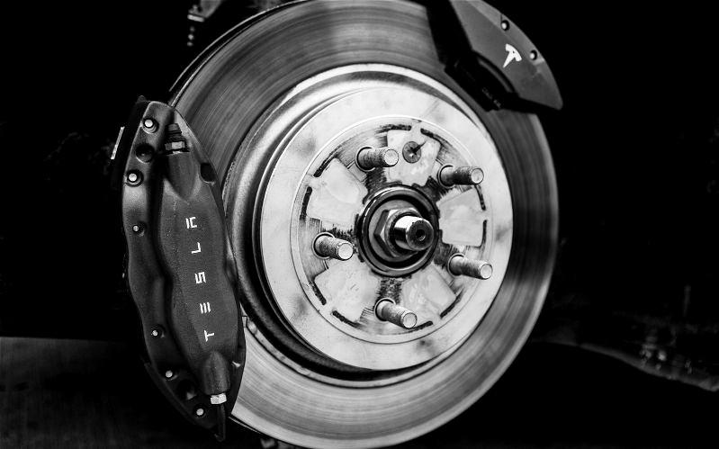 Name:  Tesla-Model-S-Brakes.jpg Views: 492 Size:  59.8 KB